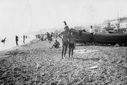 Small 2014_01_ La Foto – Spiaggia di Pra', 1964 – Foto Giuseppe Canepa