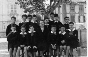 La stessa classe 1956-57. Presente la Direttrice Tilde Rainò