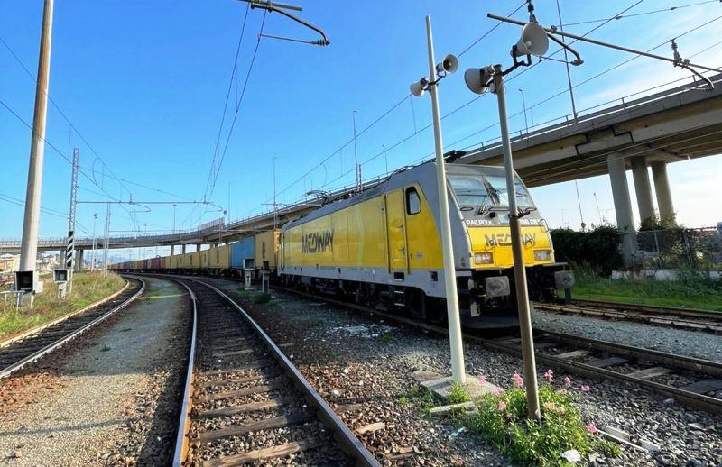 Il primo treno-Medway a Pra'