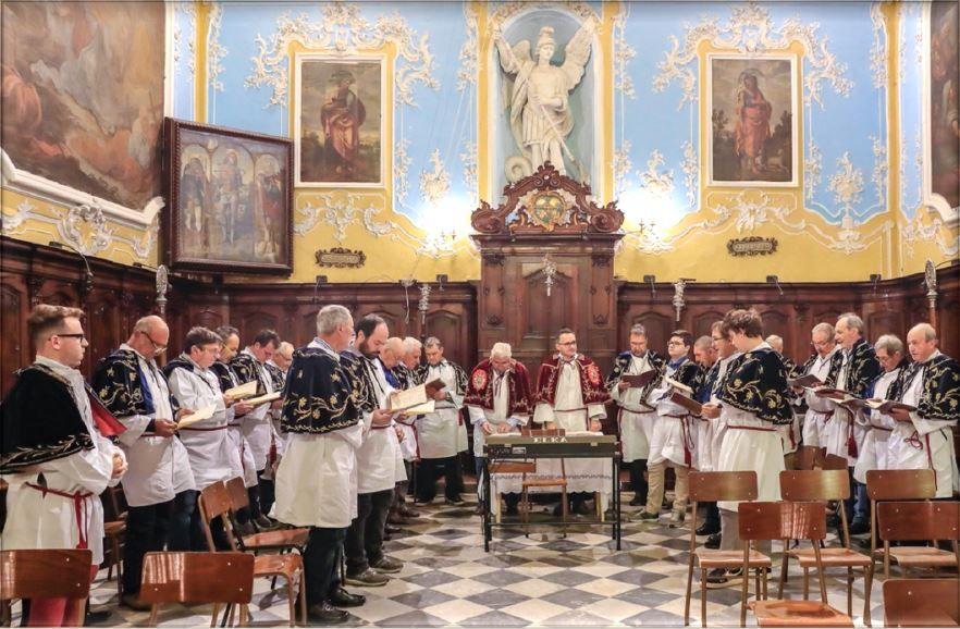I Confratelli dell'Asssunta riuniti nell'Oratorio