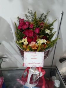 harga hand bouquet surabaya