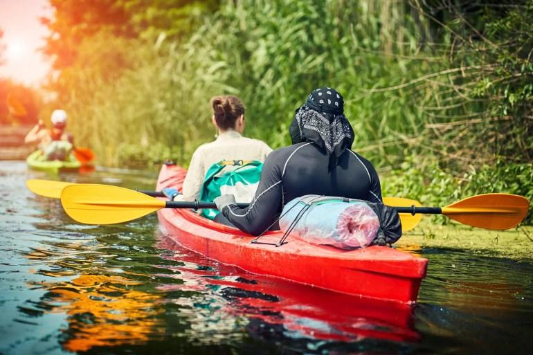 couple in tandem kayak