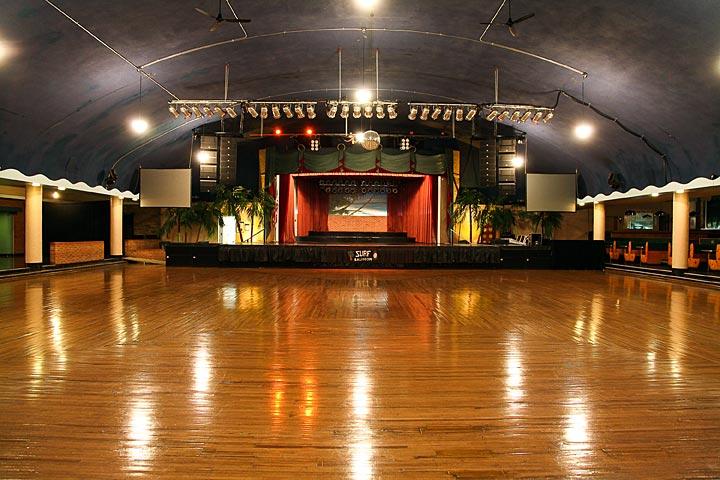 https://i1.wp.com/www.surfballroom.com/images/ballroom/ballroom1.jpg