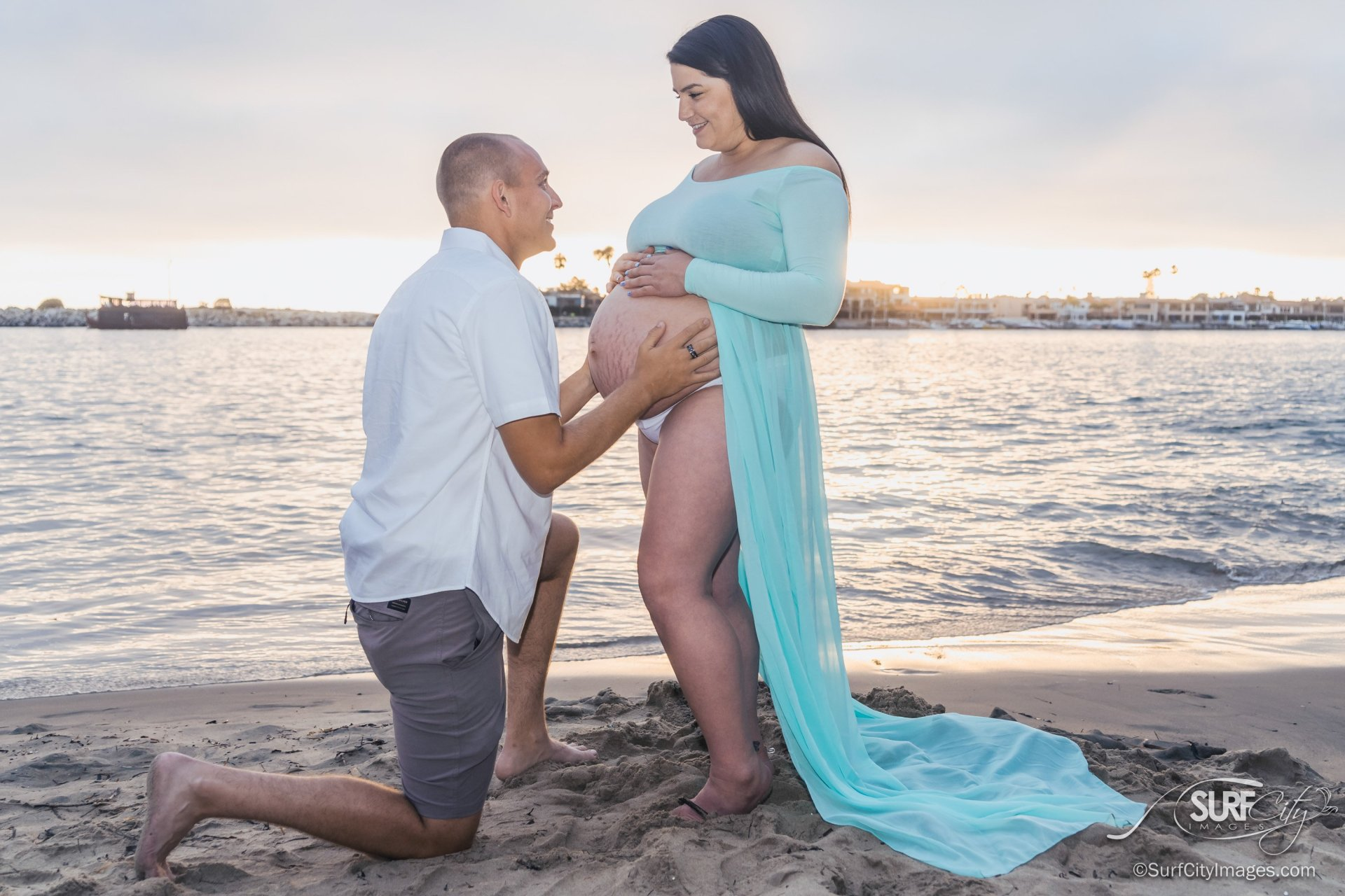 Beach pregnancy couples phtooshoot