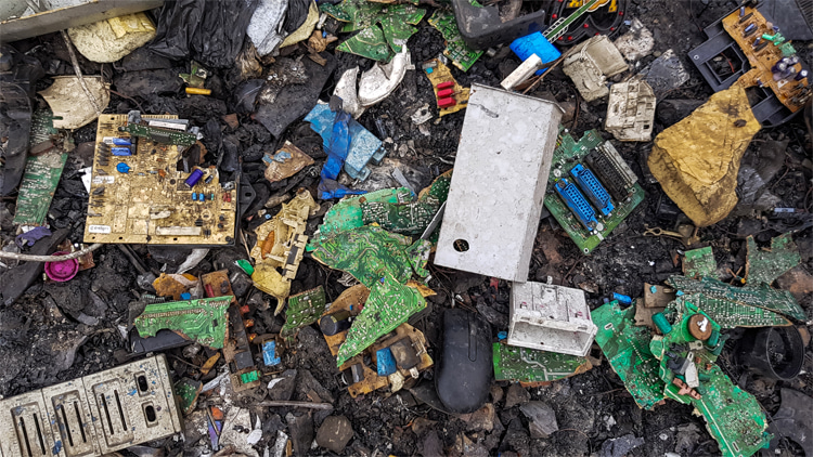 Electronic waste: cryptocurrency mining requires large amounts of computing power and short-lived hardware devices that are not always recycled   Photo: Creative Commons