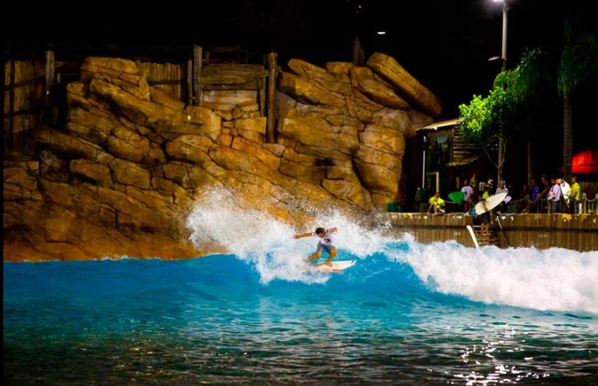 Evan Thompson power hack at Disney's Typhoon Lagoon Wave Pool   Oakley Surf Shop Challenge