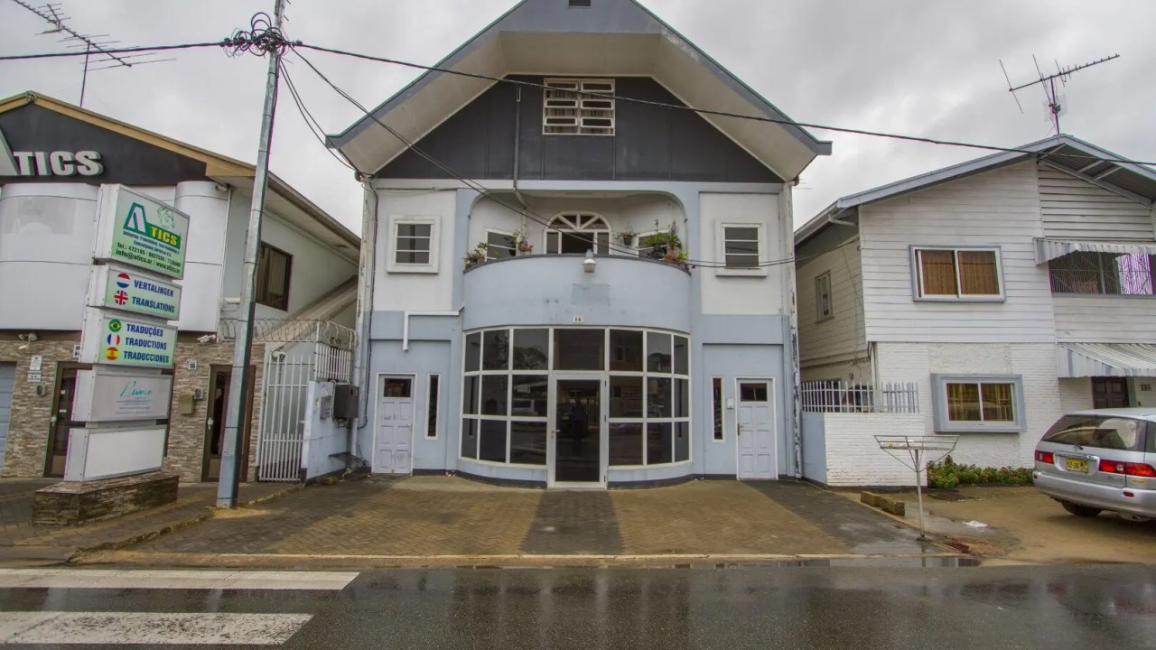 Laetitia Vriesdelaan nr. 14 - Representatieve kantoorruimten met voldoende parkeergelegenheid - Surgoed Makelaardij NV - Paramaribo, Suriname