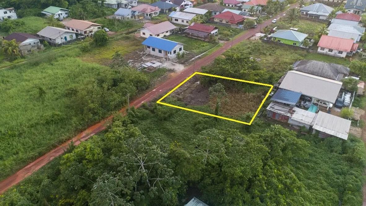 Moerasvarensweg 7 - Kavel te Accaribo - Surgoed Makelaardij NV - Paramaribo, Suriname