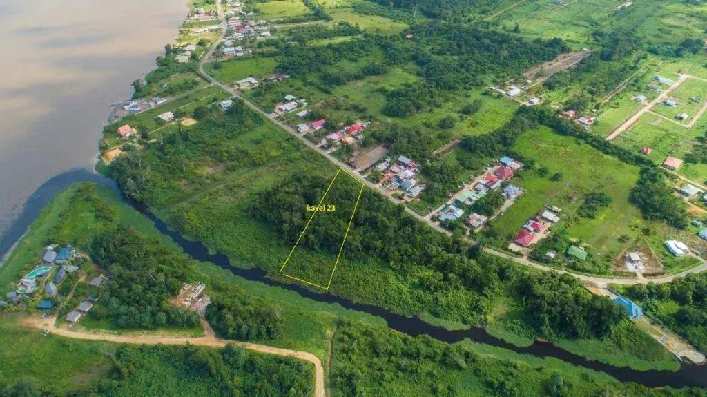 Sir Winston Churchillweg 23 - Prachtige kavel Parakreek - Surgoed Makelaardij NV - Paramaribo, Suriname