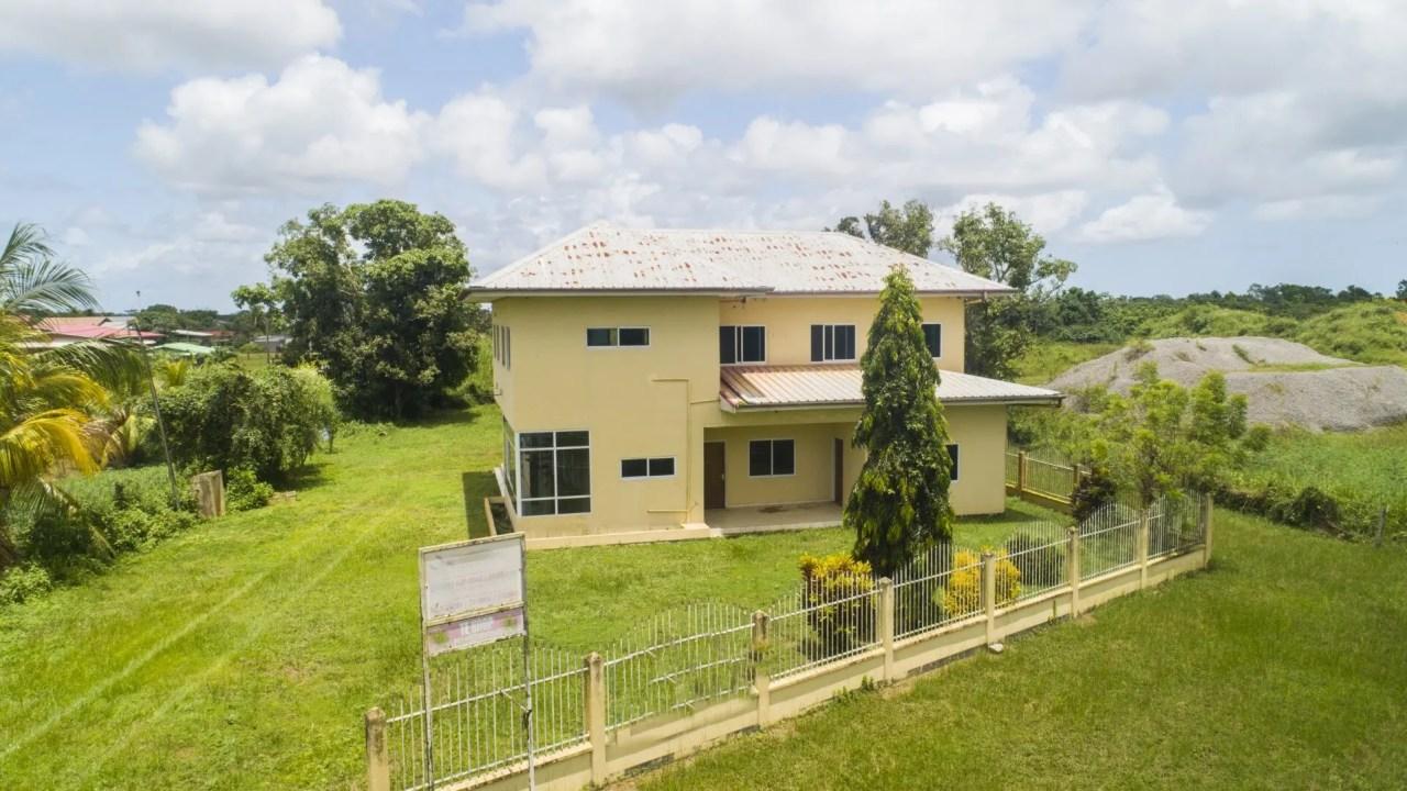Hk Matapilaan en Twa Twaweg - Gunstig gelegen te Wageningen - Surgoed Makelaardij NV - Paramaribo, Suriname
