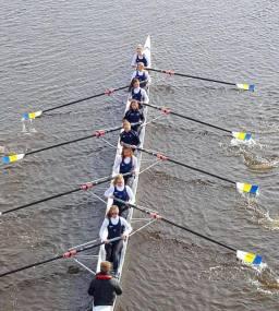 Development women's 8+ racing at Tyne Head