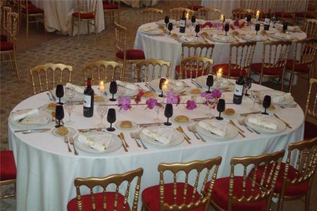 Location De Mobilier De Tables Repas Standard I Sur Un