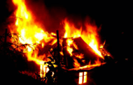 दीपावली गर्दा राखेको दियोबाट आगो सल्केर मोरङमा भीषण आगलागी