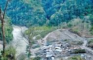 बरुण नदी थुनिएर २ सय मीटरको पोखरी बन्यो,  उद्दारमान कुनै कसर बाँकी नराख्न गृहमन्त्रीको निर्देशन