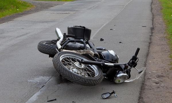 मोटरसाइकल पुलबाट तल खस्यो, चालकको ज्यान गयोे, सवारको अवस्था गम्भीर