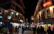 अंग्रेजी नयाँ वर्षको स्वागतमा मिनि युरोपको रुपमा मानिने काठमाण्डौको ठमेल यसरी सिंगारियो
