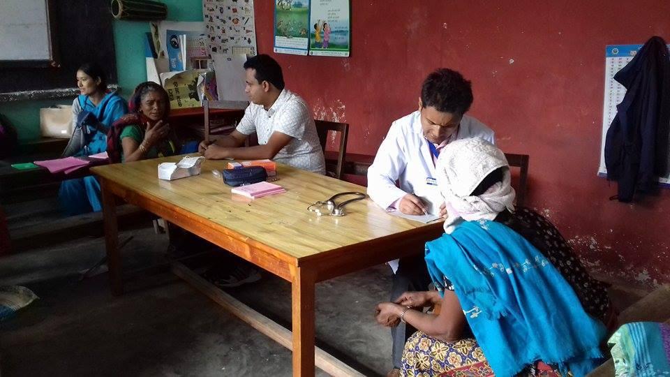 छुट्टाछुट्टै शिविरमा नौ सय जनाको स्वास्थ्य परीक्षण
