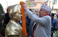 PM Oli offers floral tribute to Manmohan's statue