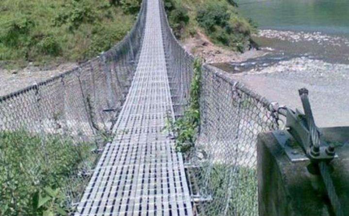 अन्नपूर्ण पदमार्गमा झोलुङ्गे पुल निर्माण
