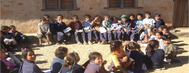 सन्थाल समुदायका बालबालिकालाई सहयोग