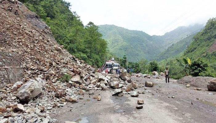 अरनिको र बिपी राजमार्ग अवरुद्ध