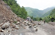 वर्षाका कारण स्थानीय तहका केन्द्र पुग्ने सडक अवरुद्ध