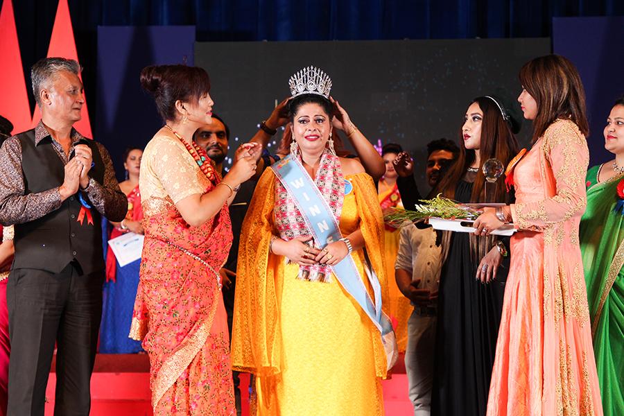 'मिसेस ग्लोबल नेपाल २०१८' को ताज दुर्गा पौडेललाई