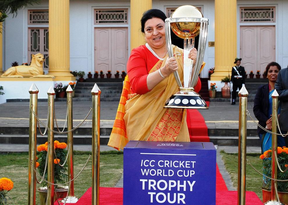 विश्वकप क्रिकेट ट्रफी राष्ट्रपति भण्डारीको हातमा