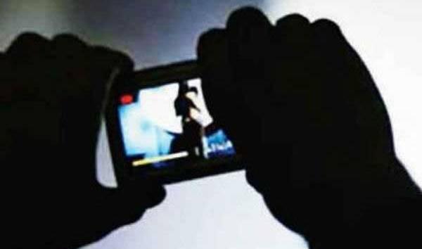 इन्टरनेट यौन गतिविधिको कुलत, एक छात्राको हत्या