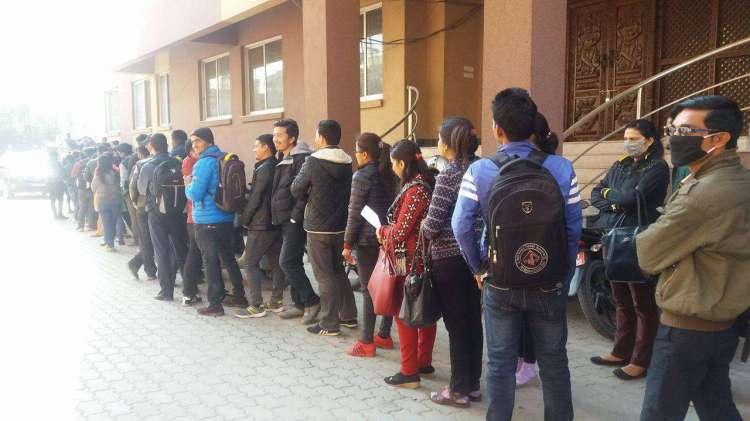 सरकारी सेवा राेज्नेकाे संख्या ह्वात्तै बढ्याे, मागभन्दा ९५ गुणा बढी आवेदन