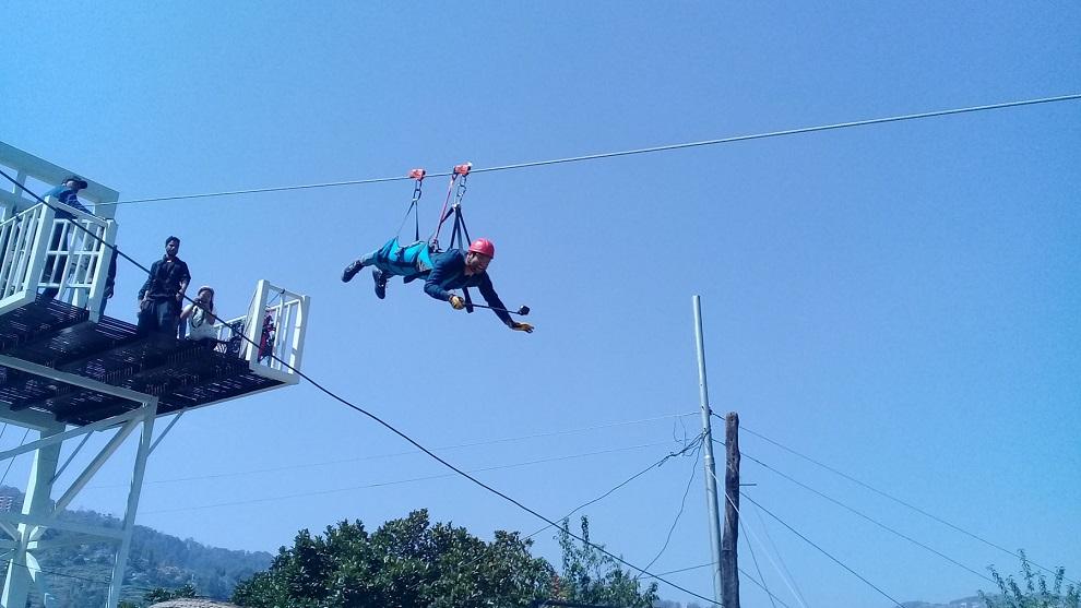 पर्यटकको आकर्षक गन्तव्य काभ्रेपलाञ्चोकको धुलिखेलमा 'सुपरम्यान फ्लाइङ'