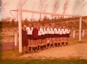 A-Jugend 1966 in Waltringen V.l. Obmann Klaus Liedtke, Heinrich Vickermann, Herbert Budde, Hans-Ulrich Lindenberg, Franz-Josef Wiek, Horst Lutter, Ludger Schulte-Bisping, Johannes Hennemann, Franz Hagedorn, Günter Hering, Heinrich Drebber, Ludger Schockenhoff.