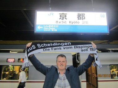 Thomas Vickermann auf der Main Station in Kyoto Japan am 29.09.2016