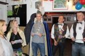 Die beiden Sitzungspräsidenten Heinz Kortmann und Thomas Vickermann lauschen dem frisch gebackenem Prinzenpaar