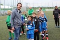 Gratulation von Jugendgeschäftsführer Niklas Schulte an die Westfalia aus Rhynern zum 1. Platz