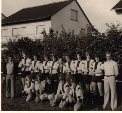 A-Jugend 1975 Meister der Staffel rechts stehend H.-J. Schürhoff