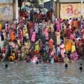 Indien, India, Kalkutta, Kolkata, street photography,travel, reisereportage, fotografie, fotoausstellung, reportage, fotoreportage, Menschen, Leben, Straße, Familie, Kinder, bad, baden, howrah, fluß, Ganges, Kleider, waschen