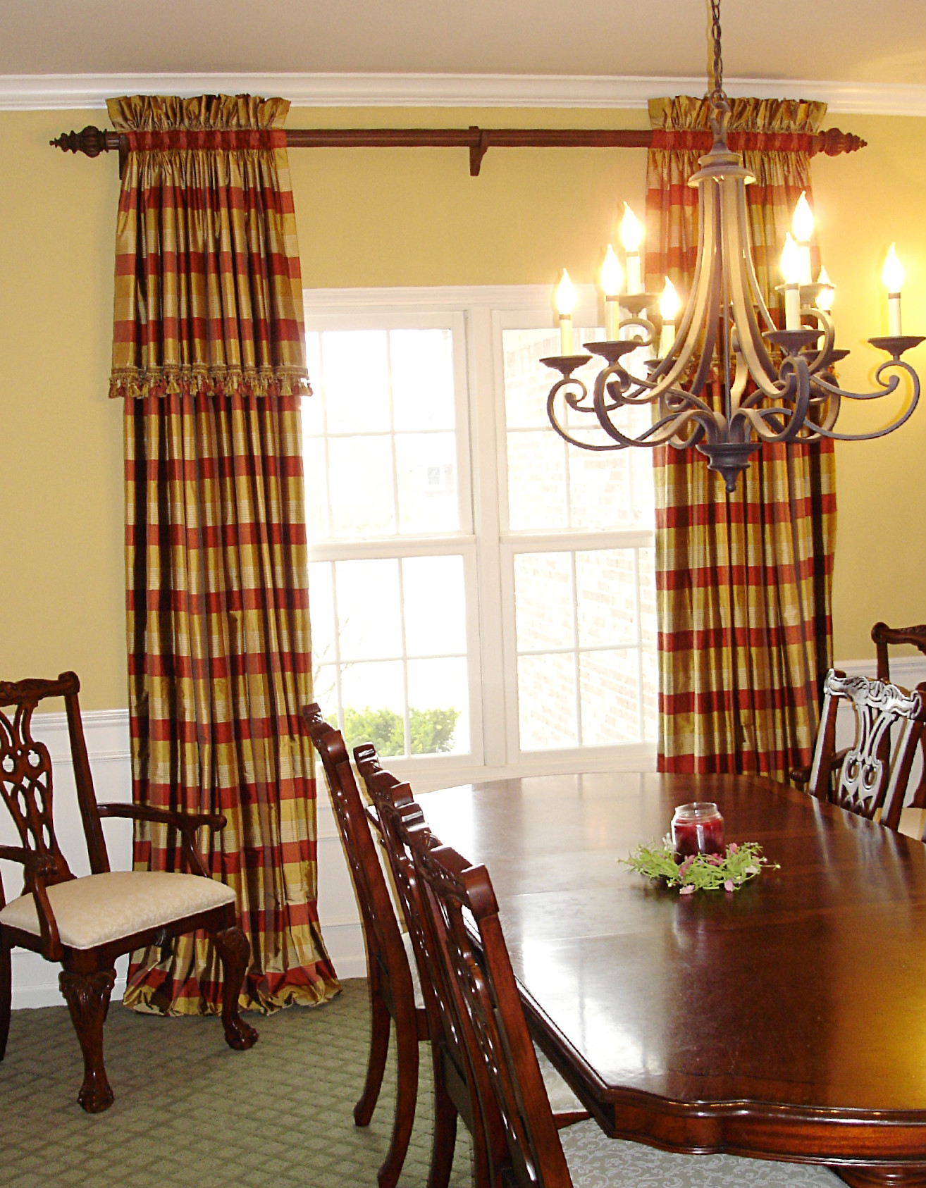 A family friendly formal dining room. » Susan's Designs on Dining Room Curtain Ideas  id=36279