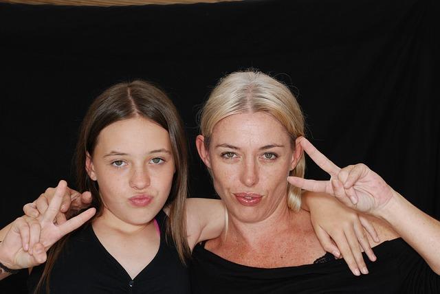 mom-daughter-bff