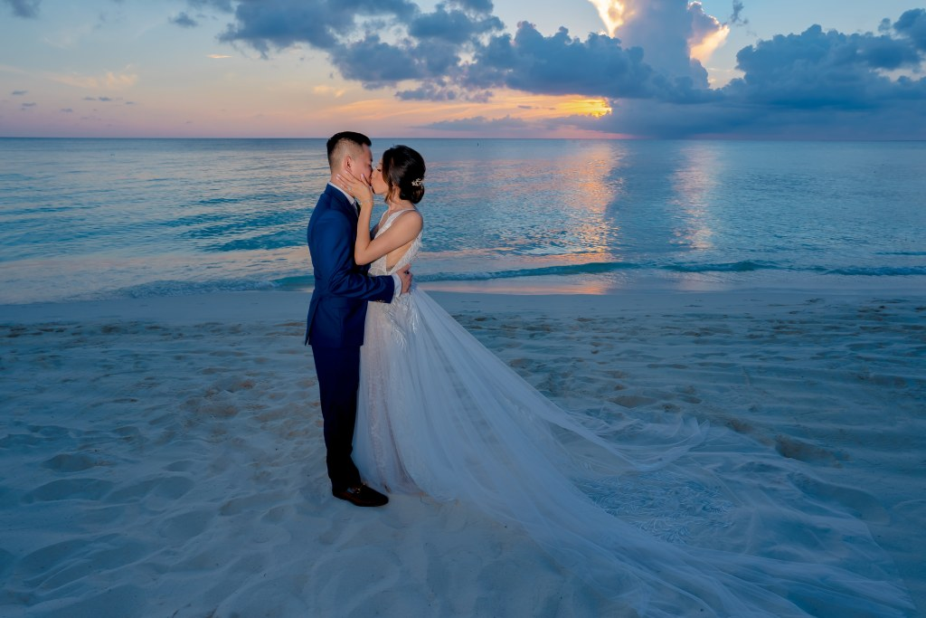 destination wedding photographer, grand cayman wedding, wedding in grand cayman, RItz Carlton Grand Cayman Wedding, Wedding at the Ritz Carlton