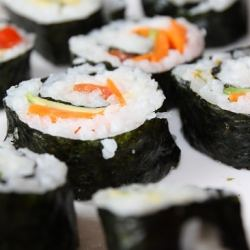 vegan-sushi-with-carrots