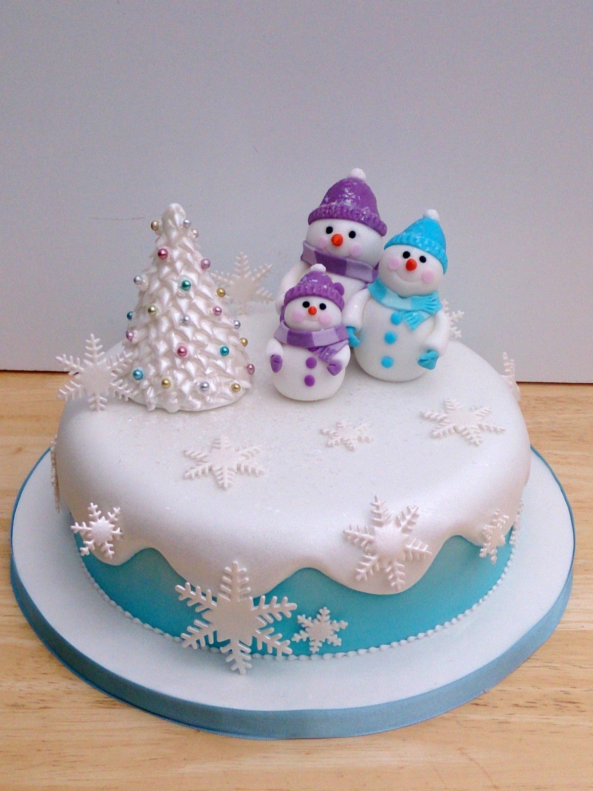 Snow Man And Family Novelty Christmas Cake Susie S Cakes
