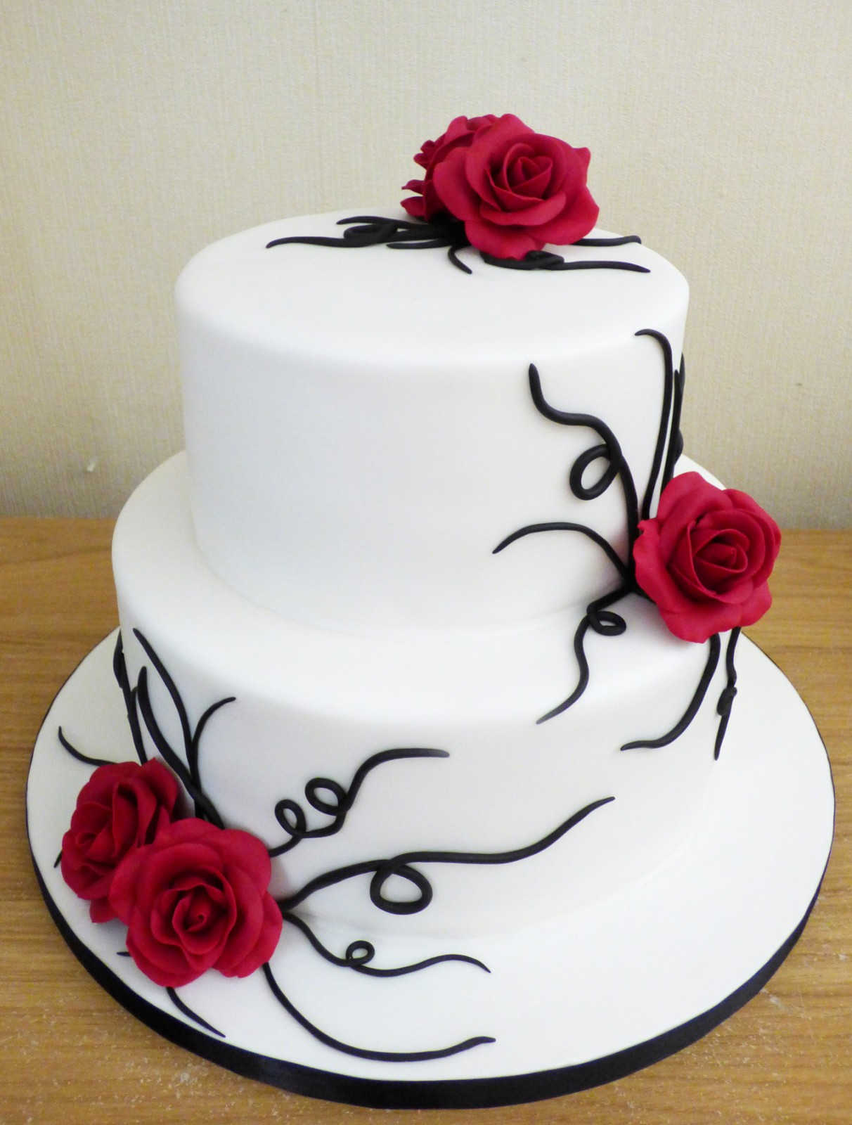 2 Tier Black And White Wedding Cake With Red Roses Susie