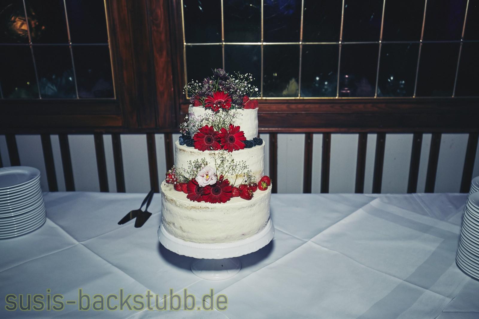 Naked Cake Hochzeitstorte Mit Blumen Susis Backstubb