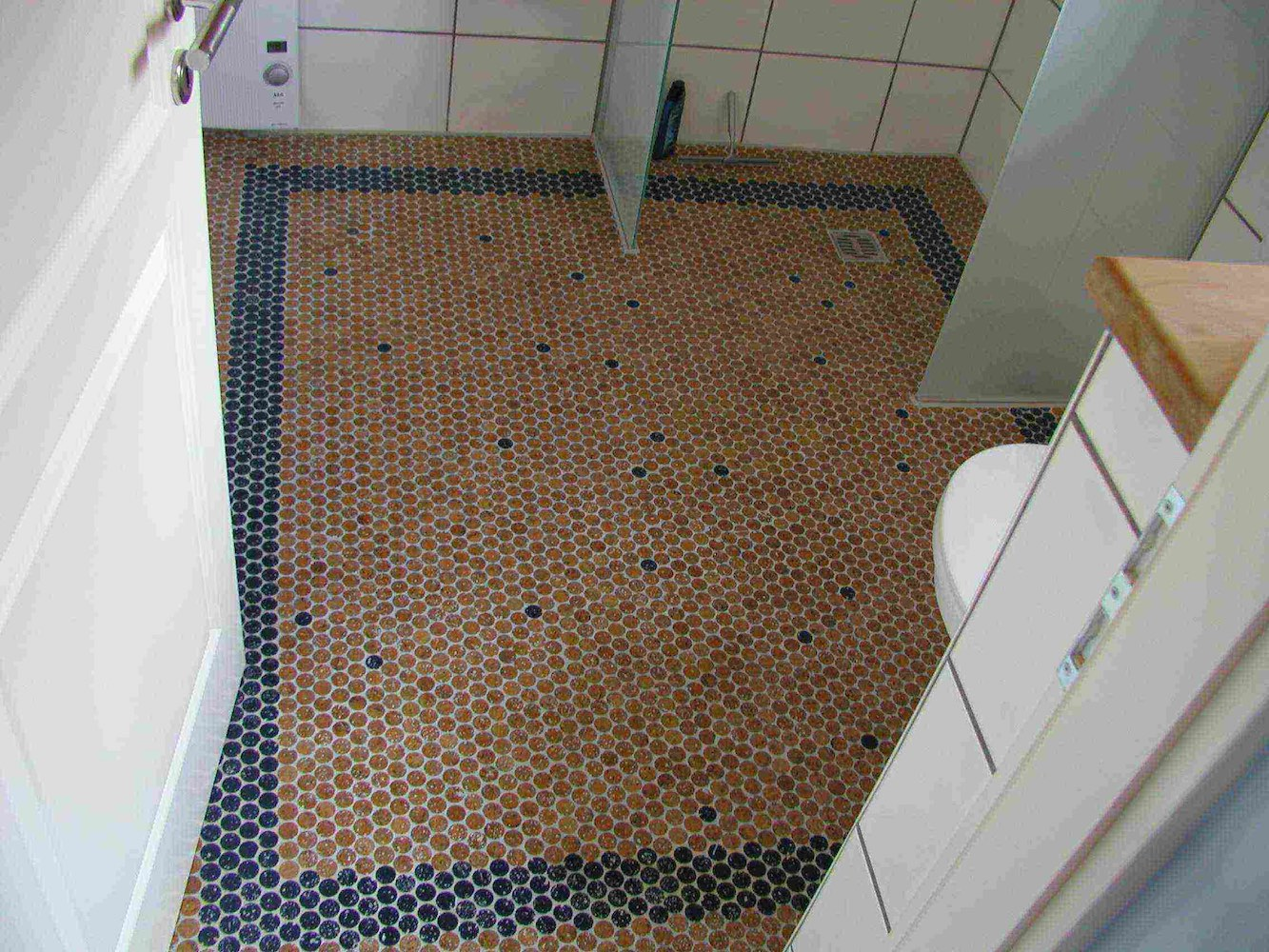 versacork-mosaic-unfinished-Showercork bathroom - blue border