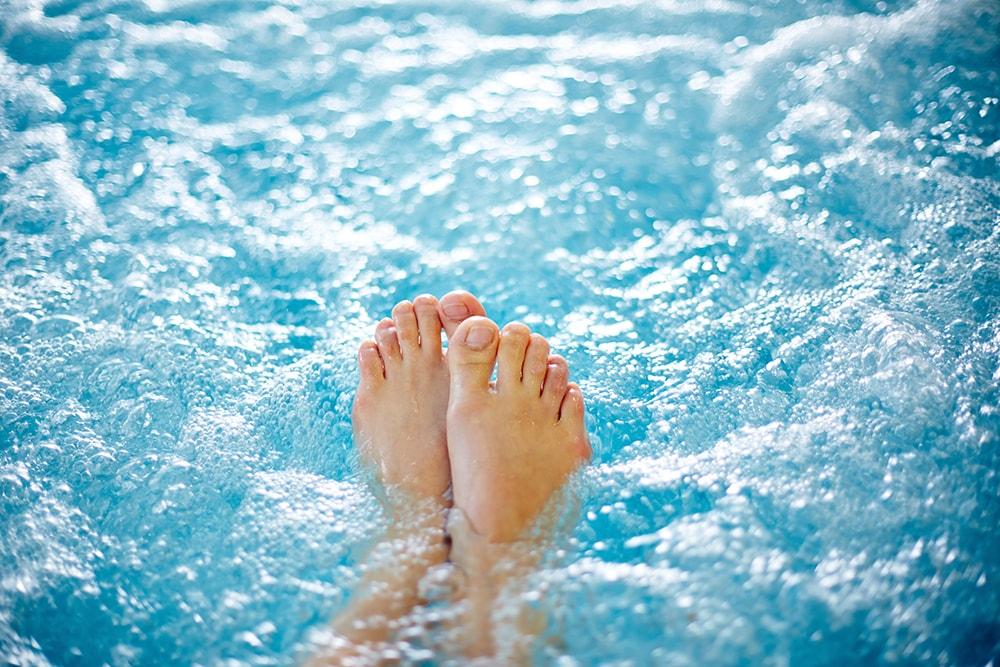 足の血行には定期的な炭酸泉を