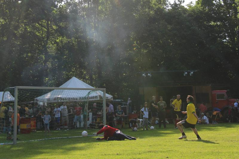 Kommando Cup: Torschuss mit Sonnenstrahl