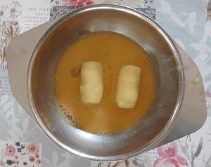 Aardappelkroketjes door het ei