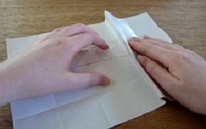 Vaas 1/3 van het papier naar het midden vouwen de andere kant