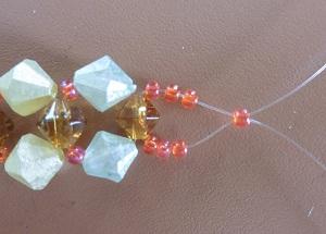 Armband met kralensluiting andere sluiting beide draden door 1 kleine kraal